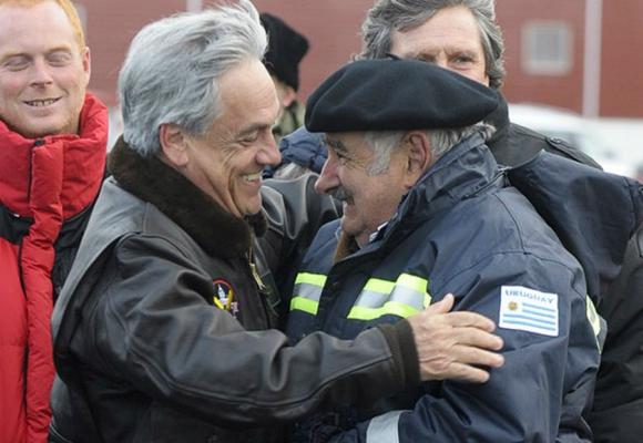 Con el entonces presidente chileno Sebastián Piñera. Foto: Archivo El País