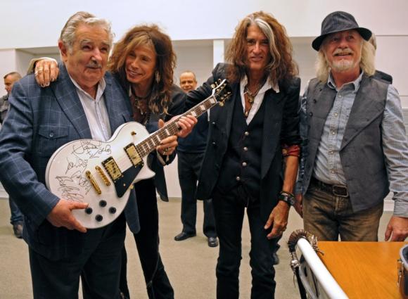 Con los legendarios rockeros de la banda Aerosmith. Foto: Archivo El País