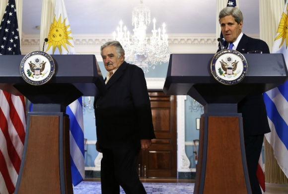 Mujica y el secretario de Estado de EE.UU. John Kerry. Foto: Archivo El País