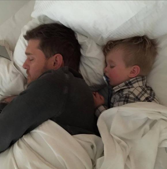 Noah Bublé y su papá. Foto: Instagram.