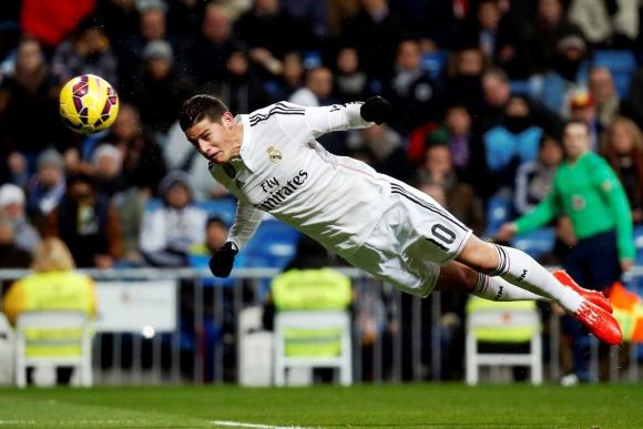 James Rodríguez anotó de cabeza el primer gol de Real Madrid. Foto: EFE
