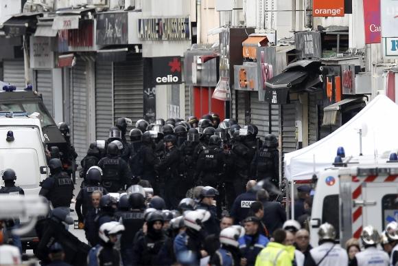Operativo policial en Saint Denis. Foto: EFE