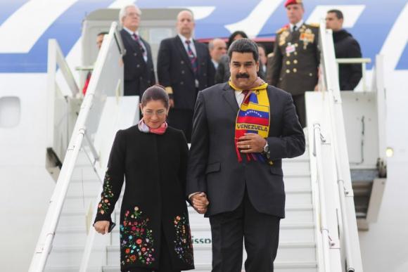 Maduro llegó ayer a Ginebra con su esposa para la sesión del Consejo de DD.HH.. Foto: EFE.
