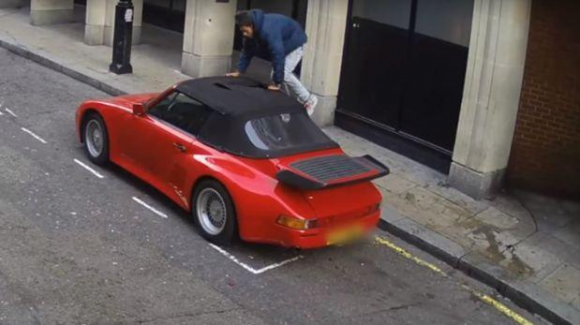 Intento de robo del Porsche. Foto: Captura de pantalla