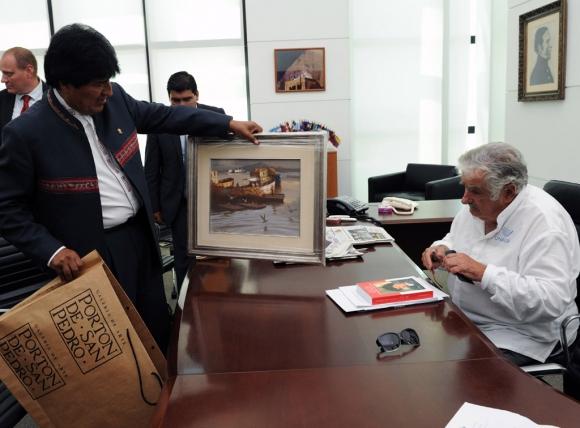 Evo Morales junto a José Mujica. Foto: Presidencia