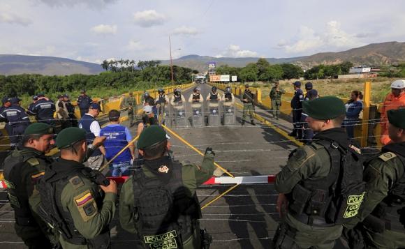 Así luce el paso fronterizo entre los dos países. Foto. Reuters