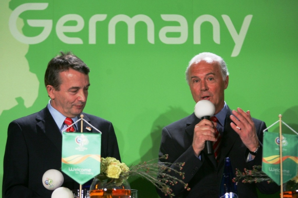 Wolfgang Niersbach y Franz Beckenbauer en 2006. Foto: AFP.
