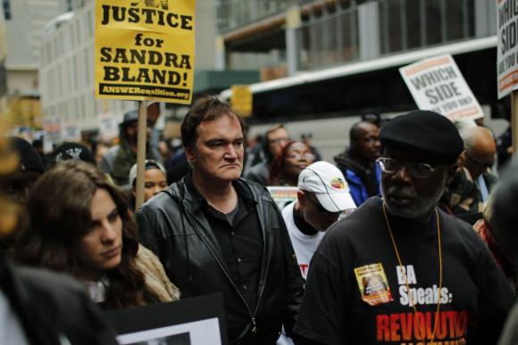 Quentin Tarantino en una marcha en Nueva York contra la brutalidad policial. Foto: AFP