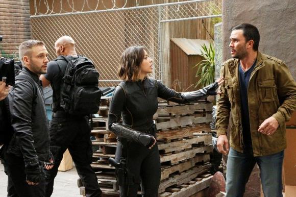 Los agentes de S.H.I.E.L.D. inician otra complicada misión.