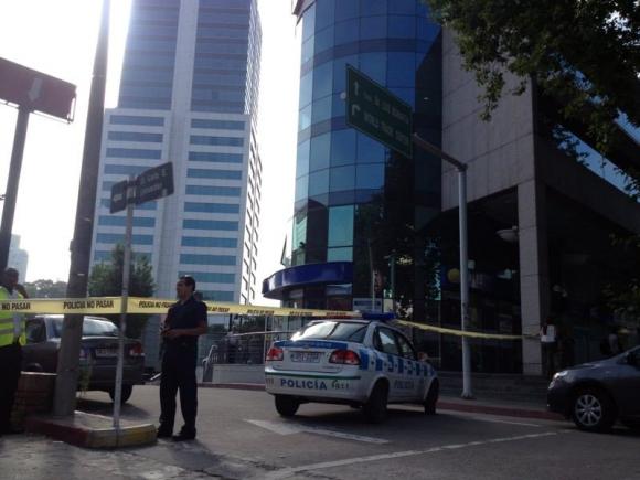 Evacúan torre 4 del WTC en Montevideo por paquete sospechoso. Foto: Andrés Roizen