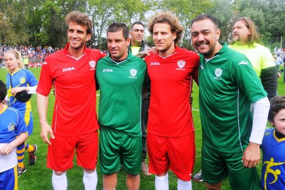 Alonso, Pacheco, Forlán y Recoba, en el partido por Alexis Viera. Foto: A. Colmegna