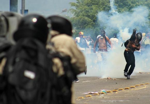 Violentas protestas en las calles de Caracas. Foto: AFP
