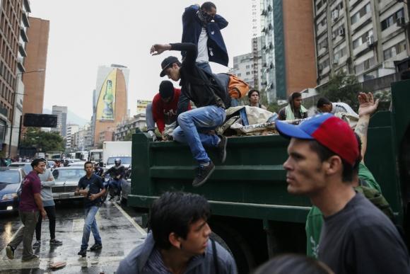 Violentas protestas en las calles de Caracas. Foto: Reuters