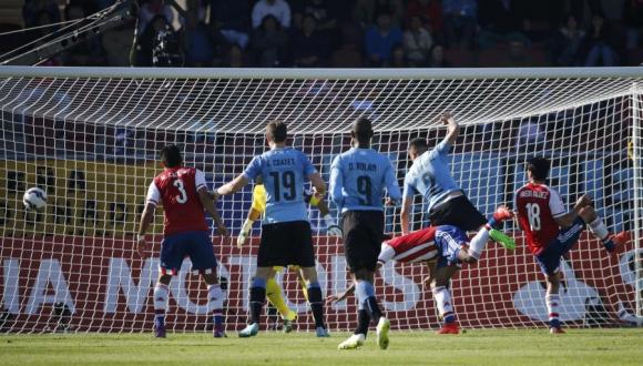 El gol de Giménez contra Paraguay. Foto: Reuters