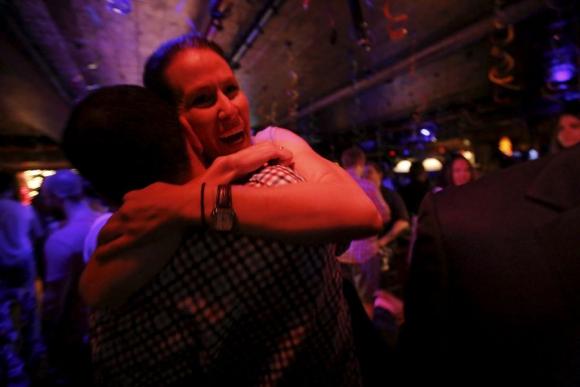 En varios bares de la gran manzana también hubo reuniones para esperar el fallo. Foto: Reuters.