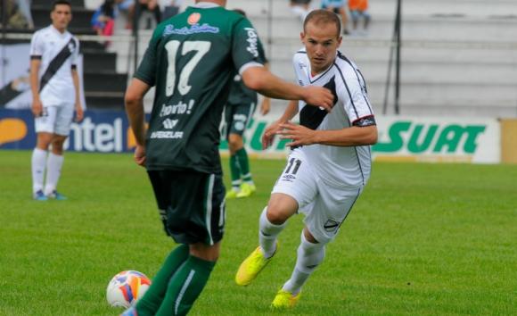 La vuelta de Marcelo Tabárez a la Primera de Danubio ante Plaza Colonia. Foto: Ariel Colmegna