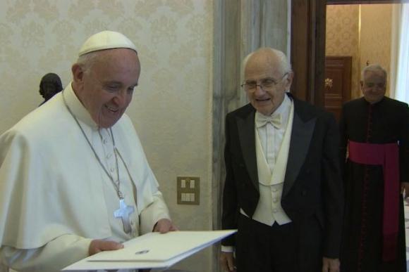 El Papa recibió la visita de Francisco Ottonelli, embajador uruguayo en el Vaticano.