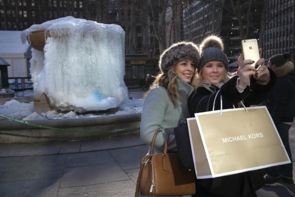 Fuente congelada en Bryant Park, Nueva York. Foto: Reuters.