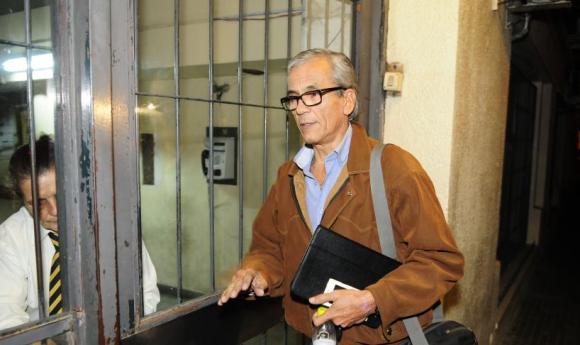 El Director Nacional de Trabajo, Juan Castillo, llega a la reunión con los gremios docentes. Foto: F. Ponzetto