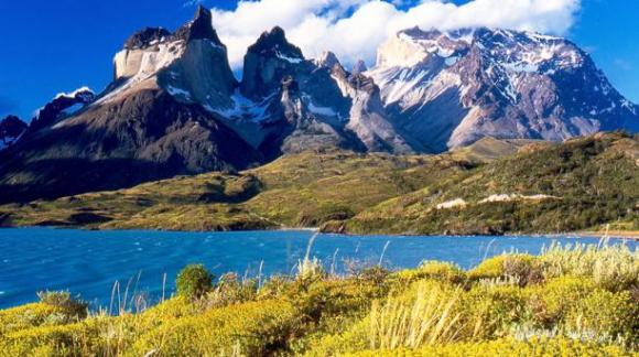 Chile ofrece una amplia gama de actividades, tours de aventura a la Patagonia Chilena, navegar en kayaks en el lago Tagua Tagua o relajarse en Pucón en el hotel Vira Vira Hacienda. Foto: Wikicommons