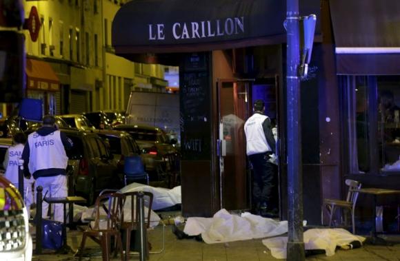 Los cuerpos de las víctimas de uno de los ataques en París. Foto: Reuters