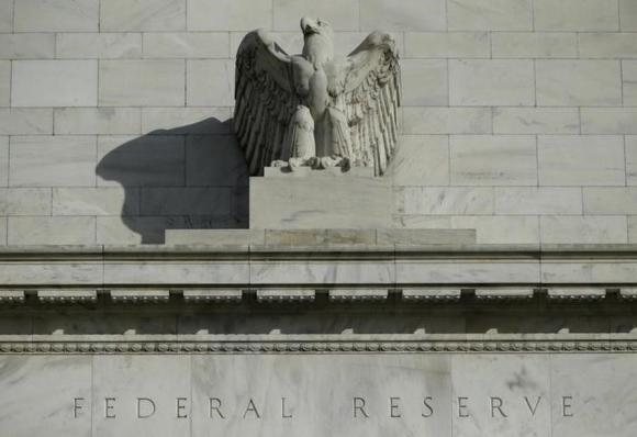 Detalle de la fachada de la sede de la Fed. Foto: Reuters