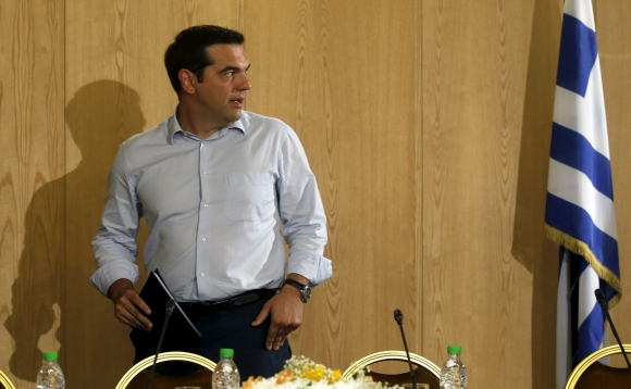 Tsipras en el momento de hacer pública su renuncias. Foto: Reuters.