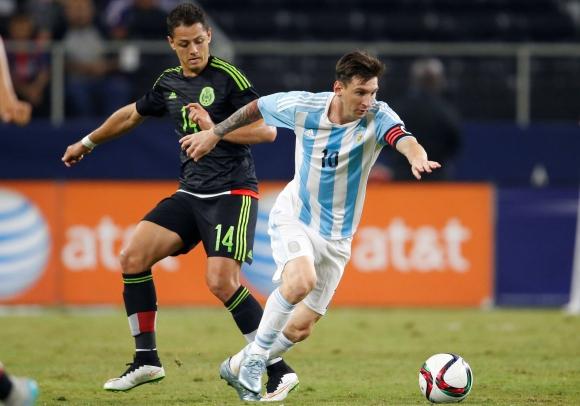 Lionel Messi le dio el empate a Argentina en la agonía del partido. Foto: AFP.