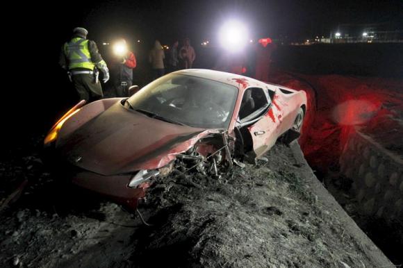 El Ferrari de Vidal tras el accidente. Foto: Reuters.