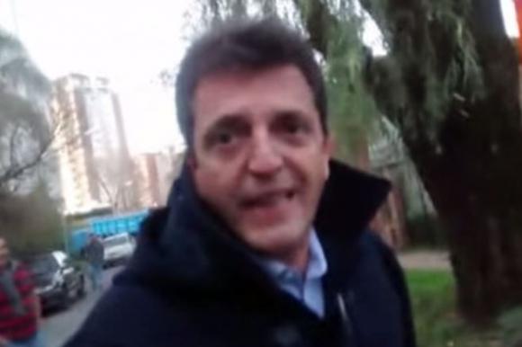 Sergio Massa discutió con varios vecinos de Tigre.