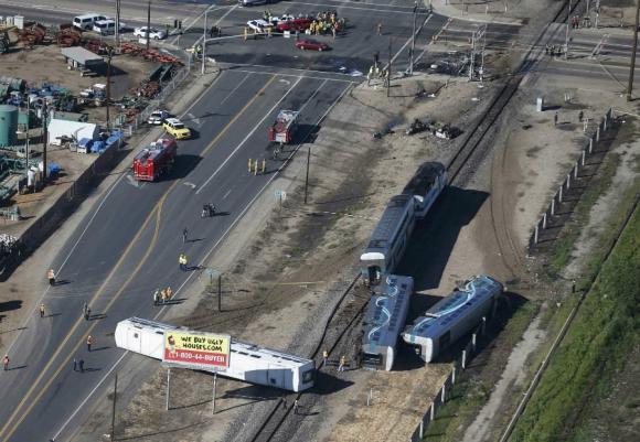 Accidente entre tren y camión en California. Foto: Reuters