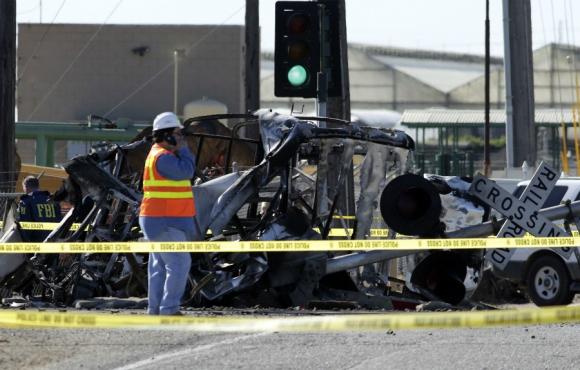 Varios heridos por accidente entre un tren y un camión en California. Foto: Reuters