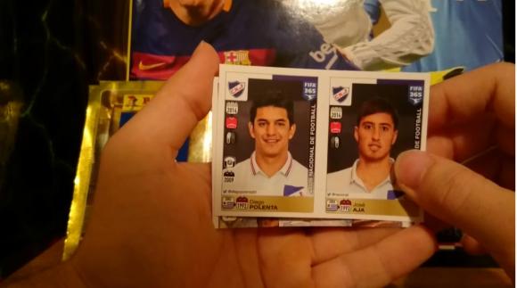 Polenta y Aja en el Álbum Panini FIFA 365. Foto: captura video Youtube