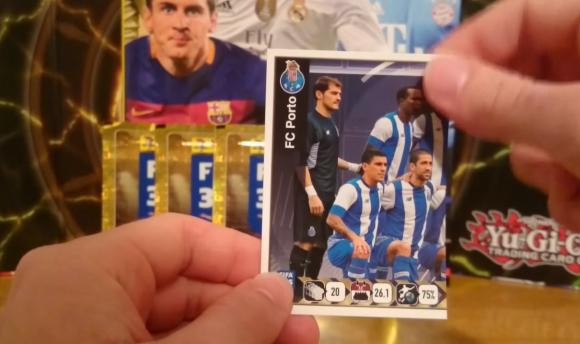 Maxi Pereira en la formación de Porto del Álbum Panini FIFA 365. Foto: captura video Youtube