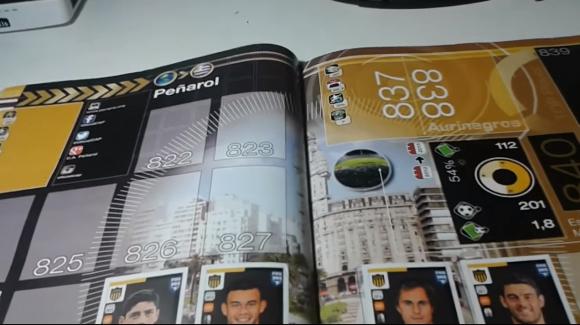 La doble página de Peñarol en el Álbum Panini FIFA 365. Foto: captura video Youtube