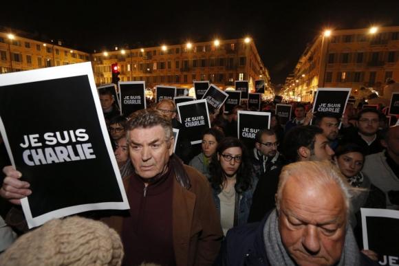 Protesta en silencio en París tras el atentado terrorista. Foto: EFE