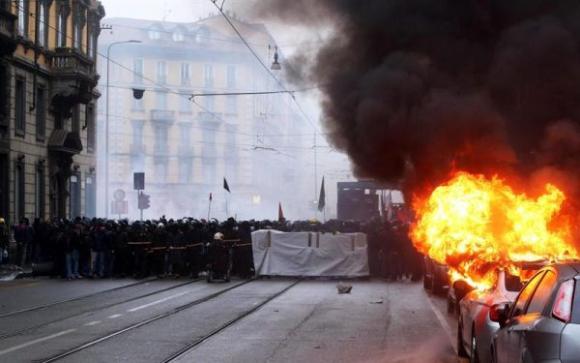Manifestaciones durante actos por el 1° de mayo en la Expo Milán, Italia Foto: EFE