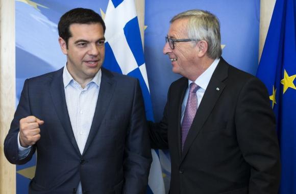 Tsipras con Juncker ayer en la reunión. Foto: AFP.