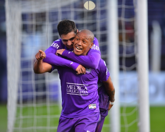 """Héctor """"Romario"""" Acuña festeja su segundo gol. Foto: G. Pérez"""