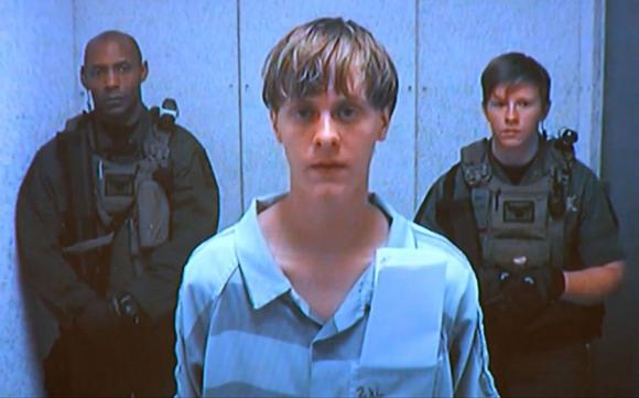Storm Roof en el momento de ingresar a la cárcel de máxima seguridad para el juicio.