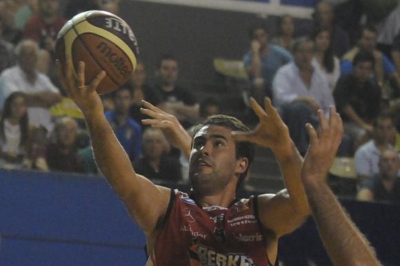 Emblema. Joaquín Izuibejeres es uno de los símbolos del equipo rojo.