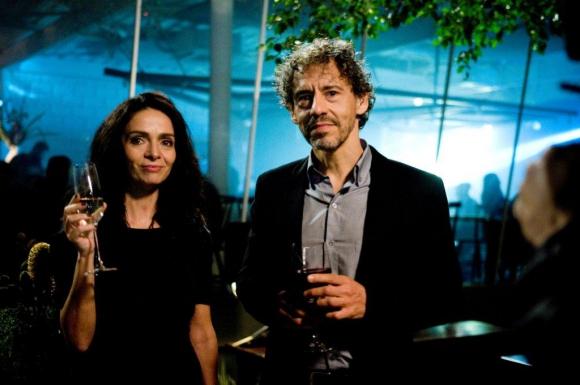 Valentina y Carlo, dos psiquiatras con una forma muy peculiar de trabajar.
