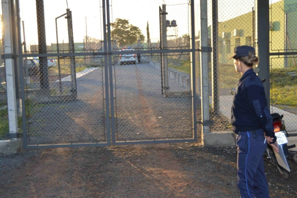 Traslado de presos en Mercedes de la cárcel céntrica a la nueva en las afueras de la ciudad, el 6 de febrero de 2015. Foto: Daniel Rojas.
