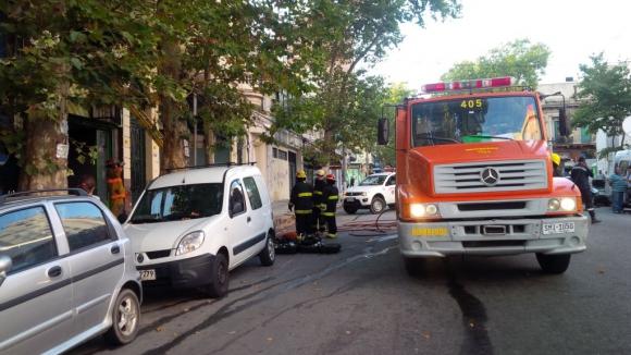 Incendio en comercio en calle Rondeau entre Paysandú y Cerro Largo el 4 de febrero de 2015. Foto: María Eugenia Lima.