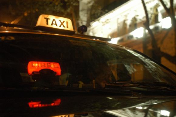 Los taxis consumirían anualmente unos 18.000 litros adicionales de combustible.  Foto: Archivo