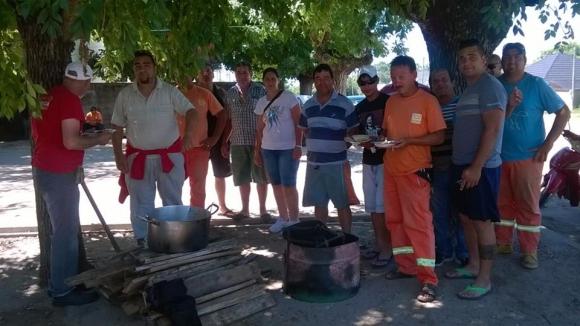 Sunca se movilizó en Carmelo por despidos en obras de fibra óptica. Foto: Facebook/ Sunca.
