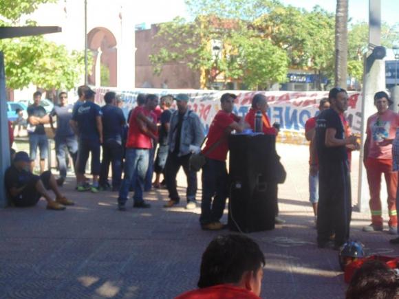 Sunca se movilizó en Maldonado por despidos en obras de fibra óptica. Foto: Facebook/ Sunca.