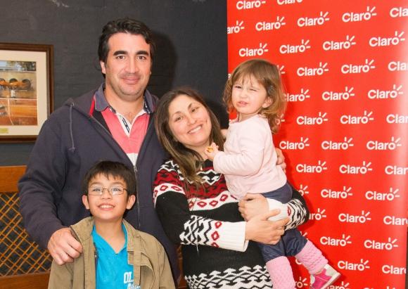 Iñaki, Eduardo y Paulina Nakle, Paola Piccini.