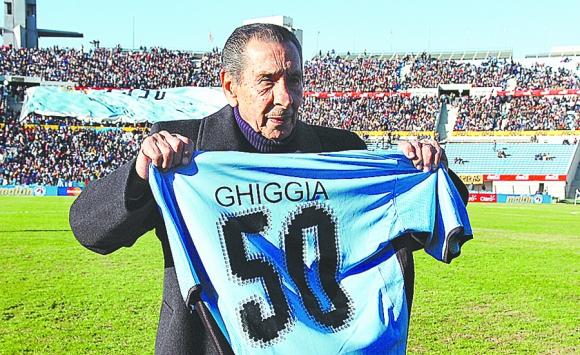 Ghiggia en homenaje previo al partido Uruguay- Venezuela en 2010.