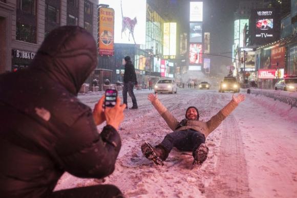 Así quiso recordar este turista una de las peores tormentas de la historia de Nueva York. Foto: Reuters.